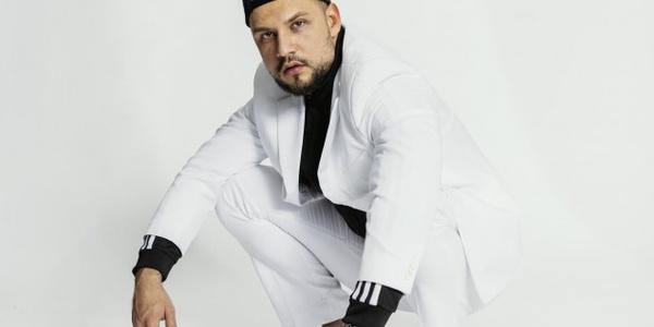 Der Comedypreis-Gewinner Slavik Junge geht unter die Streamer!