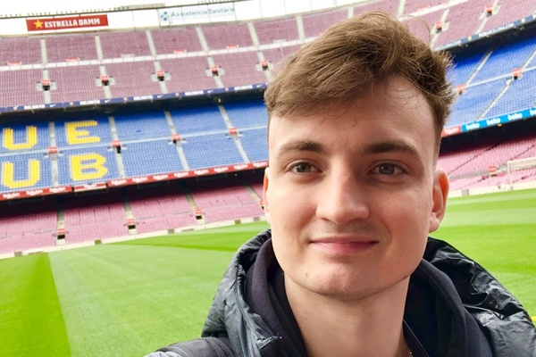 German YouTuber takes over Twitch channel from FC Barcelona!